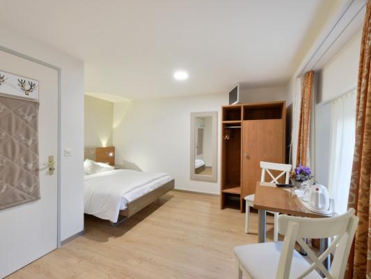 Hotel Hirschen Double room Grandlit 140 cm 0