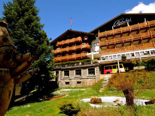 Swiss Family Hotel Alphubel 0