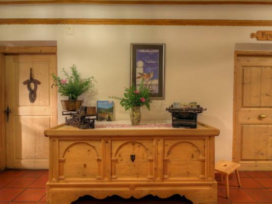 Alpina Hotel 0