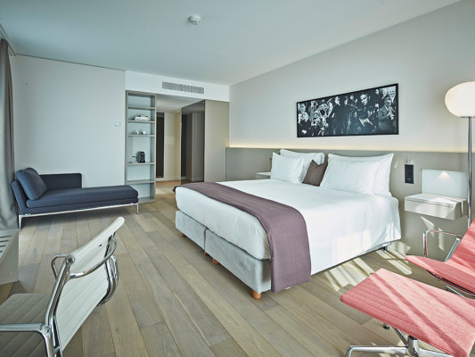 MODERN TIMES HOTEL 0