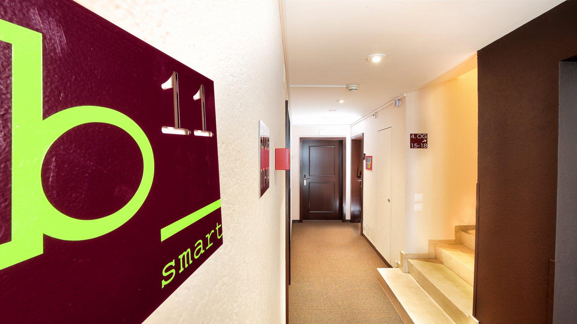 b_smart motel Basel 1