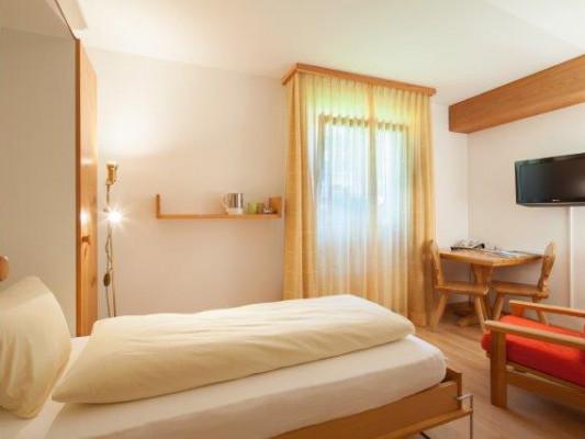 Chesa Surlej Hotel Standard Single Room 2