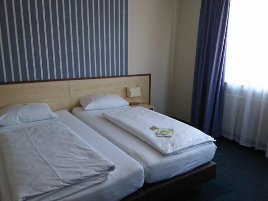 H&S Astoria City Resort Essen Double Room 1