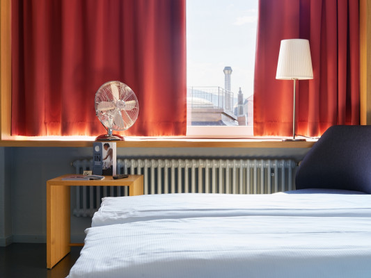 hotel marta Double room overlooking the Old Town of Zurich 1