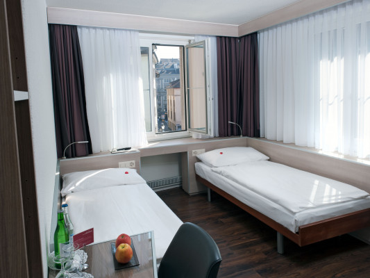 Hotel Alexander Twin room 5