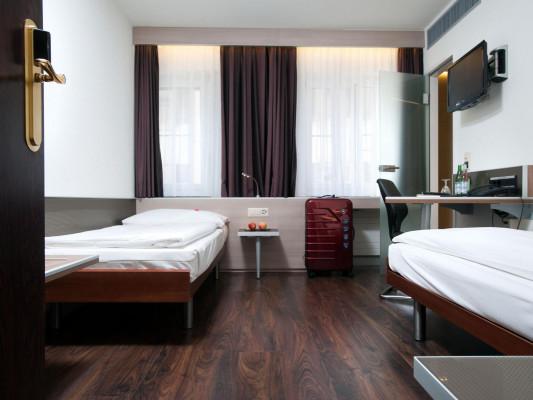 Hotel Alexander Twin room 3