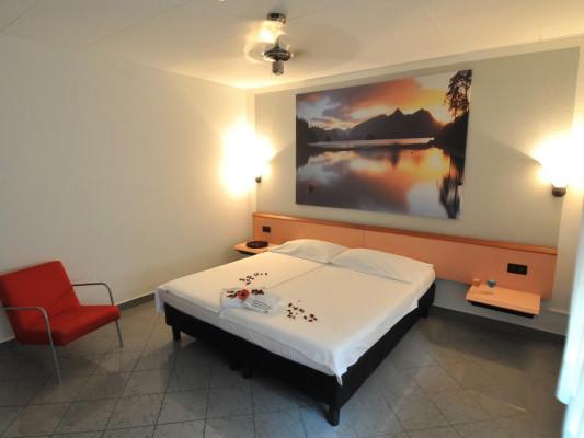 Bahnhof-Haus Double room whit kingsize bed 3