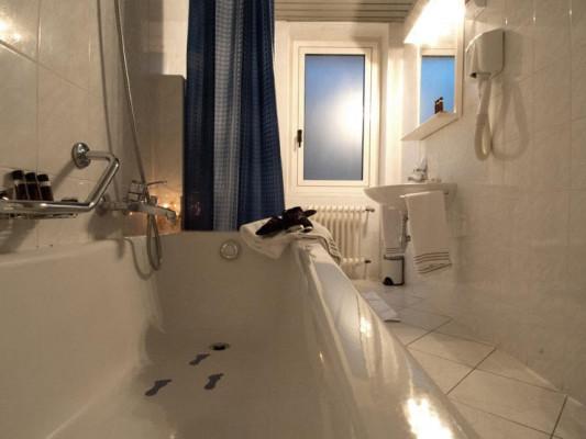 Bahnhof-Haus Double room whit kingsize bed 2