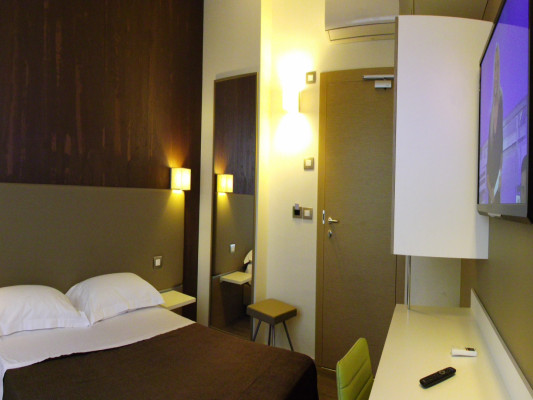Toscana Hotel & Restaurant Double Room King Size bed 0