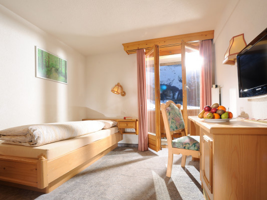 Swiss Family Hotel Alphubel Single room south 0