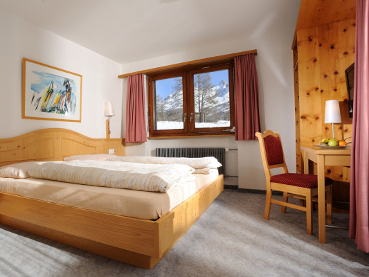 Swiss Family Hotel Alphubel Double room north 0