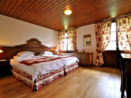 Hôtel de Gruyères Double room Poya (sup) 2