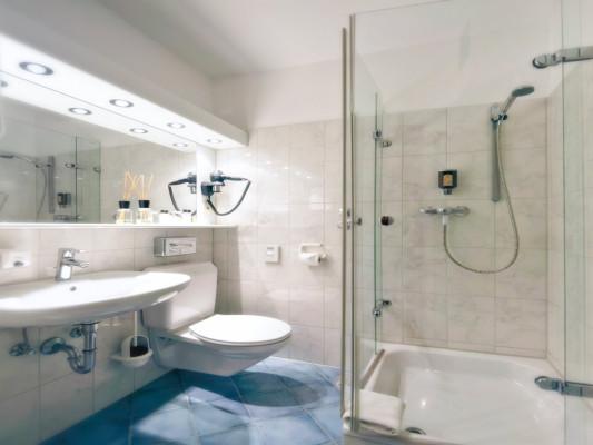 Hotel Azenberg Stuttgart Double room Queensize 5