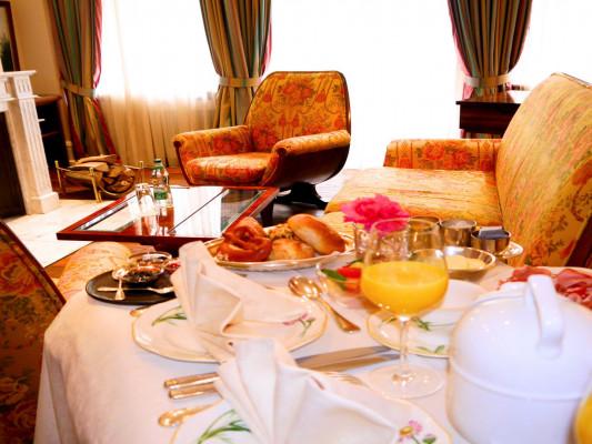 Relais & Chateaux Villa Hammerschmiede Fireplace Suite 1