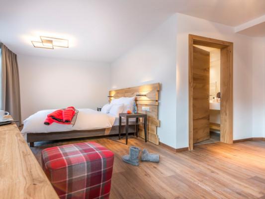 Hotel Grischuna Double room 3