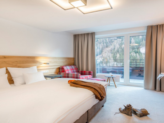 Hotel Grischuna Double room 4