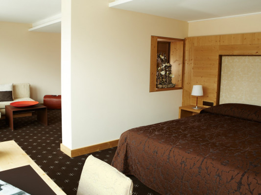 Nira Alpina Alpine Junior Suite 1