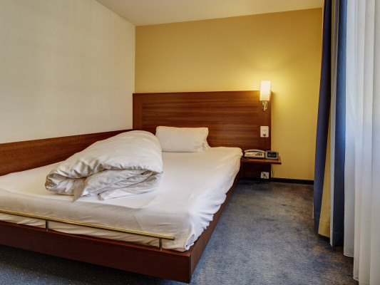 Parkhotel Schwert single room 1